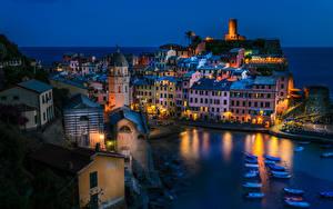 Фотография Италия Вернацца Лигурия Дома Причалы Лодки Вечер Города
