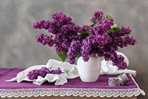 Фото Сирень Ваза Ветки Стол Цветы