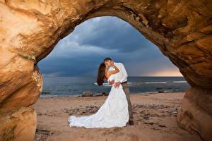 Фотография Любовь Побережье Вдвоем Свадьба Жених Невеста Объятие Поцелуй Платье Девушки