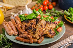 Фотография Мясные продукты Курица запеченная Сосиска Овощи Тарелка