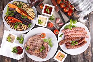 Обои Мясные продукты Сосиска Овощи Томаты Чеснок Тарелка Кетчуп