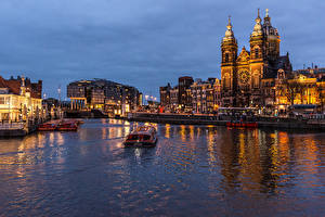 Фотографии Нидерланды Амстердам Здания Реки Храмы Вечер Речные суда Пристань