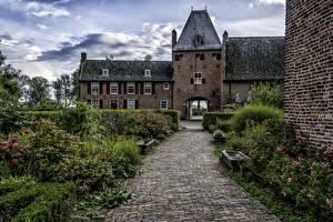 Картинка Нидерланды Замки Дороги Кусты Castle Doorwerth Города