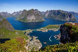 Картинка Норвегия Лофотенские острова Горы Здания Утес Природа