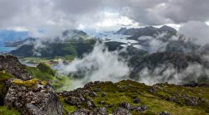 Обои Норвегия Лофотенские острова Горы Камень Мох Туман Залив Природа