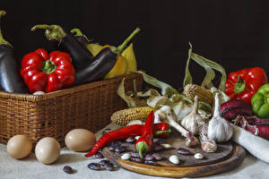 Фотографии Перец Овощи Чеснок Кукуруза Черный фон Корзина Яйца