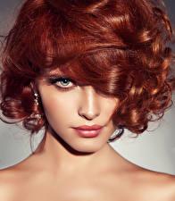 Фотография Рыжая Волосы Смотрит