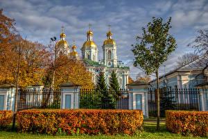 Фотография Россия Санкт-Петербург Храмы Церковь Осень Кусты Ограда Cathedral of St. Nicholas Города