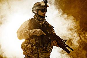 Фотография Солдаты Автоматы Униформа Очки Армия