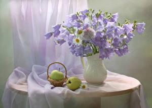 Фотографии Натюрморт Колокольчики - Цветы Ромашки Яблоки Ваза Корзинка