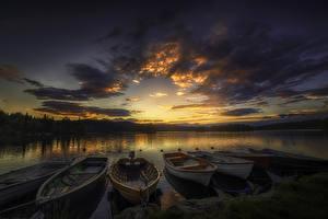 Картинки Рассветы и закаты Речка Небо Лодки Пирсы Облака