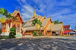Картинки Таиланд Здания Храмы Улица Wat Maha Wanaram Ubon Ratchathani