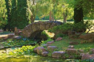Картинка Штаты Парки Пруд Мосты Камень Sonnenburg Gardens Природа