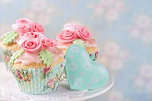 Обои День всех влюблённых Пирожное Розы Капкейк кекс Дизайн Сердечко Пища