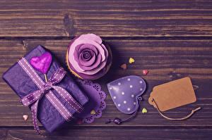 Обои День всех влюблённых Пирожное Розы Доски Подарки Сердечко Ленточка Пища