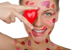 Фотография День всех влюблённых Пальцы Белый фон Лицо Сердце Поцелуй Девушки