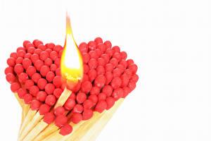 Обои День всех влюблённых Спички Пламя Белый фон Сердечко