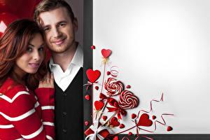 Картинки День святого Валентина Мужчины Любовь 2 Шатенка Улыбка Сердце Бантик Шаблон поздравительной открытки Девушки