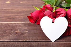 Обои День святого Валентина Розы Доски Красный Сердце Шаблон поздравительной открытки Цветы