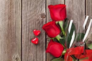 Фотография День всех влюблённых Розы Доски Красный Бокалы Сердечко Цветы