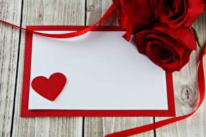 Обои День святого Валентина Розы Доски Шаблон поздравительной открытки Красный Сердце Цветы