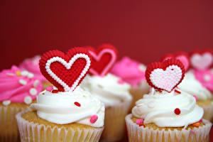 Обои День святого Валентина Сладости Пирожное Капкейк кекс Красный фон Сердце Пища