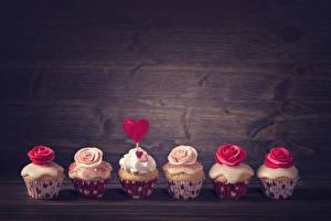 Фотография День всех влюблённых Сладости Пирожное Розы Капкейк кекс Доски Сердце