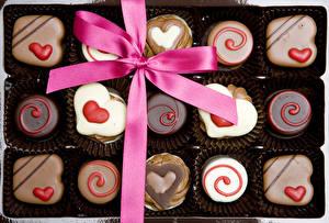 Фотографии День святого Валентина Сладости Конфеты Шоколад Сердечко Бантик
