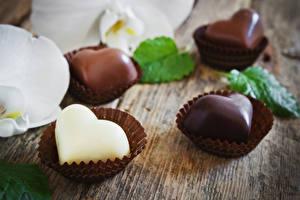 Фотографии День всех влюблённых Сладости Конфеты Шоколад Сердечко Пища