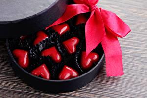 Картинка День святого Валентина Сладости Конфеты Доски Сердце Бантик Еда