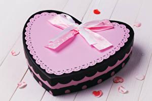 Фото День всех влюблённых Доски Подарки Сердечко Бантик Дизайн