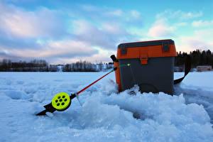 Обои Зима Рыбалка Удочка Снегу спортивная