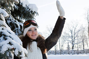 Фотография Зима Очков Улыбается Рукавицах молодые женщины
