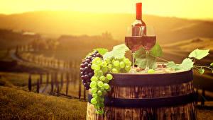 Фото Бочка Вино Виноград Бутылка Бокалы Еда
