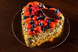 Картинка Торты Клубника Черника Шоколад Дизайна Сердце Еда