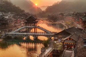 Фото Китай Дома Речка Мосты Рассветы и закаты Hunan Province Города