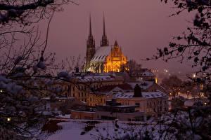 Картинка Чехия Здания Храмы Вечер Зимние Снег Brno