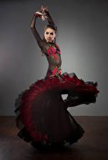 Фото Платья Танцует Девушки