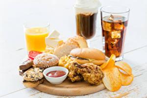 Картинки Напитки Сок Сэндвич Печенье Маффин Быстрое питание Завтрак Разделочная доска Стакан Чипсы