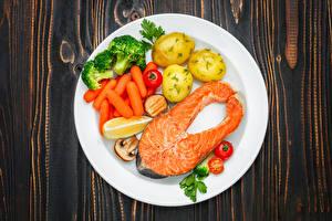 Фотографии Рыба Картошка Морковь Овощи Тарелка