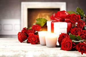Фотография Праздники Розы Свечи Красный Подарки Цветы