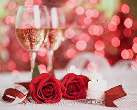 Фотография Праздники Розы Игристое вино Свечи Красный Бокалы 2 Цветы