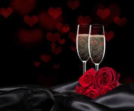 Обои Праздники Розы Игристое вино Красных Бокал Двое Серце Цветы