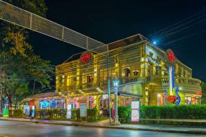 Обои Здания Улица Уличные фонари Ночные Hard Rock Cafe Cambodia
