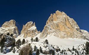 Картинки Италия Горы Зимние Альпы Снег Ель Природа