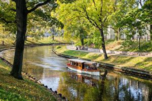 Фотография Латвия Парки Катера Осенние Водный канал Деревья Riga