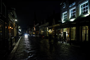 Картинки Нидерланды Здания Дороги Улица Ночные Monnickendam