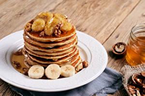 Фотографии Блины Орехи Бананы Тарелка Пища