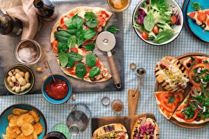 Фото Пицца Орехи Разделочная доска Кетчуп Базилик душистый Пища