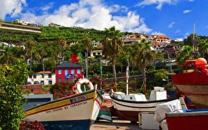 Картинки Португалия Здания Лодки Пальмы Camara de Lobos Madeira Города